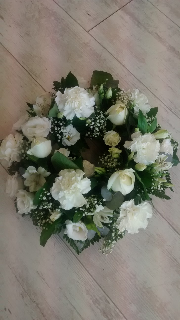 Funeral Flowers Wreath White Wexford Town Flowers Onlinelilybloom